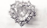 汚れやキズのあるダイヤの例