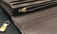破損、キズありの財布