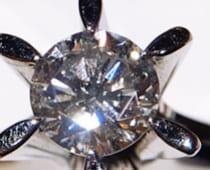 天然ダイヤモンドにしかない特有の輝き