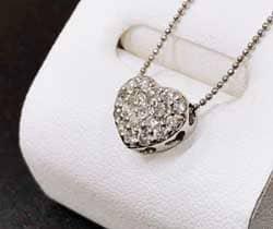 パヴェダイヤモンドネックレス